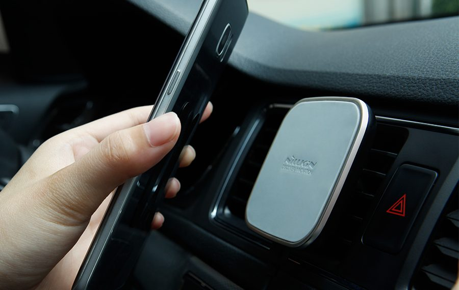 car-magnetic-wireless-charger-3
